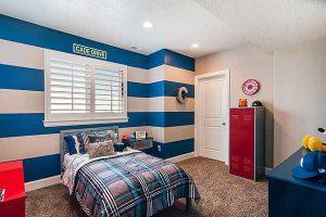 decorar-pintar-dormitorio-cuarto-habitacion-rayas-azules-grises